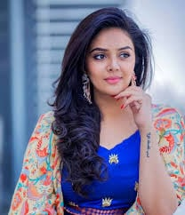 Television Host Sreemukhi Responded About Her Marriage Rumors.-TeluguStop.com