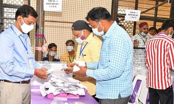 TeluguStop.com - ఖాకీల దిగ్భంధనంలో ఆ గ్రామం.. అక్కడ ఏం జరుగుతుంది.. -Breaking/Featured News Slide-Telugu Tollywood Photo Image