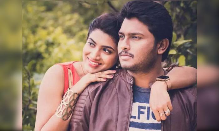 Anchor Sameera Sherief Revealed Her Love Story With Syed Anwar-చెల్లికి సెట్ చేద్దాం అనుకుని నేనే పెళ్లి చేసుకున్నా అంటూ లవ్ స్టోరీ సీక్రెట్స్ చెప్పిన యాంకర్ సమీర-Latest News - Telugu-Telugu Tollywood Photo Image-TeluguStop.com