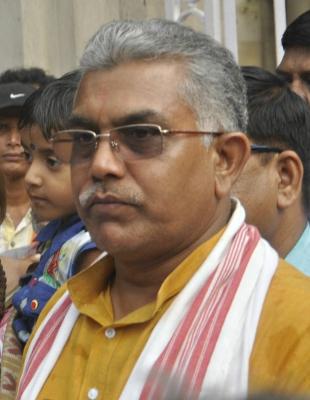 TeluguStop.com - Bengal Bjp Chief Dilip Ghosh Shown Black Flags In Darjeeling