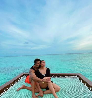 Bipasha Basu, Karan Singh Grover's 'monkey Love' In Maldives-TeluguStop.com