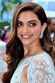 Deepika Padukone Gets Mobbed In Mumbai.-TeluguStop.com