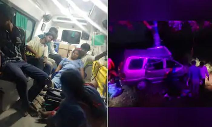 Car Accident In Guntur While Family Members Going To Attend Mother Funeral-అమ్మ చనిపోయిందని వస్తున్న కూతుళ్లు.. 10 నిముషాల్లో ఊరికి చేరుతామనగా వారికి కూడా..-General-Telugu-Telugu Tollywood Photo Image-TeluguStop.com