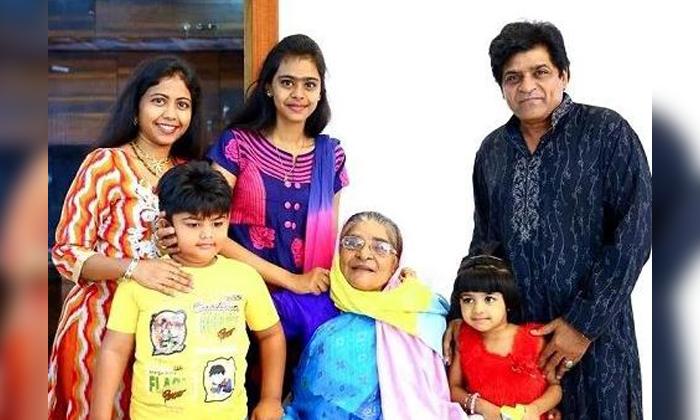 Comedian Ali Untold Real Life Struggles-రోడ్ పైన లుంగీలు అమ్ముకునే అలీని నటుడిని చేసిన ఆ వ్యక్తి ఎవరు..-Movie-Telugu Tollywood Photo Image-TeluguStop.com