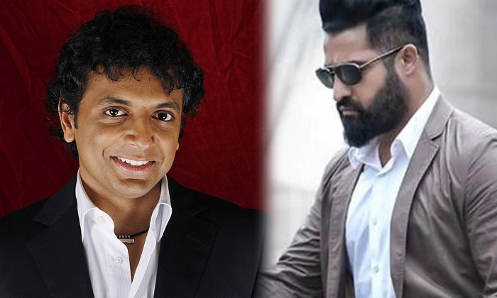 Jr Ntr Movie With Manoj Night Shyamalan-హాలీవుడ్ డైరెక్టర్ తో ఎన్టీఆర్.. ఆ హీరోలకు ఝలక్.-Latest News - Telugu-Telugu Tollywood Photo Image-TeluguStop.com