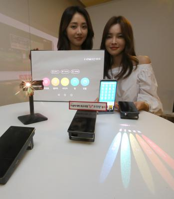 Lg Launches New Office-use Projectors-TeluguStop.com