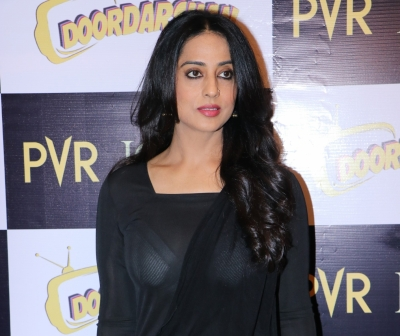 Mahie Gill 'got Emotional' On Reuniting With Dev.d Co-star Abhay Deol For New Series-TeluguStop.com