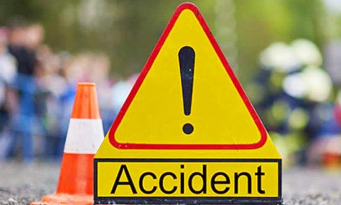 Massive Road Accident In Bihar-బీహార్ లో భారీ ఘోర రోడ్డు ప్రమాదం..-General-Telugu-Telugu Tollywood Photo Image-TeluguStop.com