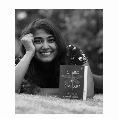 Mohanlal Gifts Big B Daughter Vismaya's Book Grains Of Stardust-TeluguStop.com