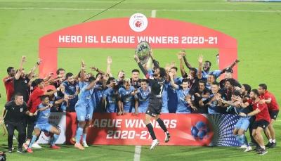 Mumbai Beat Bagan 2-0, Win League Winners' Shield-TeluguStop.com