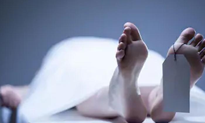 Pregnant Woman Died In Road Accident-ఘోరం : గర్భిణీ పొట్ట మీదగా వెళ్లిన బస్సు.. 8 గంటలపాటు ప్రాణాలతో పోరాడి..-General-Telugu-Telugu Tollywood Photo Image-TeluguStop.com