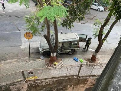 SUV With 20 Gelatin Sticks Found Dumped Near Mukesh Ambani's House (2nd Ld)-Crime News English-Telugu Tollywood Photo Image-TeluguStop.com