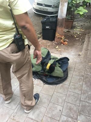 SUV With 20 Gelatin Sticks Found Dumped Near Mukesh Ambani's House (Ld)-Crime News English-Telugu Tollywood Photo Image-TeluguStop.com