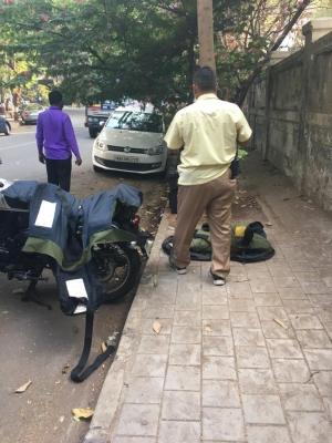 Suv With 20 Gelatin Sticks Found Dumped Near Mukesh Ambani's House (ld)-TeluguStop.com