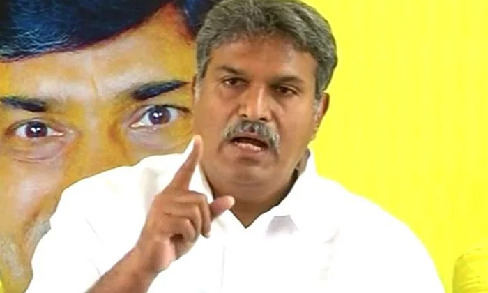 Village Volanteers Support Trying On Tdp-టీడీపీ బుట్టలో వాలంటీర్లు పడతారా -Political-Telugu Tollywood Photo Image-TeluguStop.com