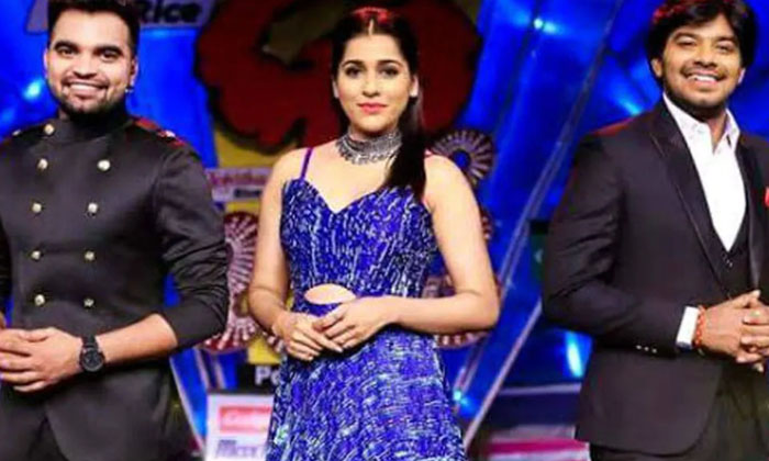 Tollywood Anchors Who Are Single After 30s-TeluguStop.com
