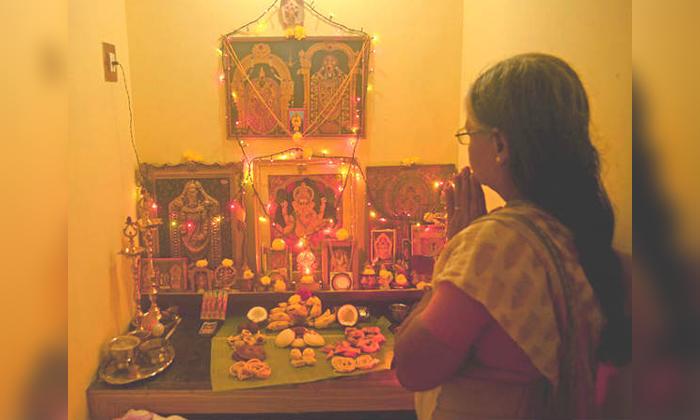 Things To Keep In Mind While Praying In Your Home Temple-ఇంట్లో పూజా పారాయణం చేసేటప్పుడు ఈ నియమాలను తప్పకుండా పాటించాలి..-Latest News - Telugu-Telugu Tollywood Photo Image-TeluguStop.com
