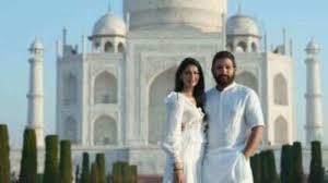 Allu Arjun Celebrates Tenth Wedding Anniversary With Wife Allu Sneha At Taj Mahal-TeluguStop.com