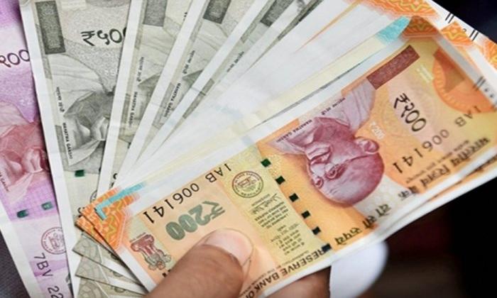 Sarpanch Giving A Gift Of Rs 5000 If A Girl Is Born-ఆడపిల్లల రక్షణ కోసం ఓ సర్పంచ్ వినూత్న ఆలోచన.. ఏం చేస్తున్నాడంటే.. -Breaking/Featured News Slide-Telugu Tollywood Photo Image-TeluguStop.com