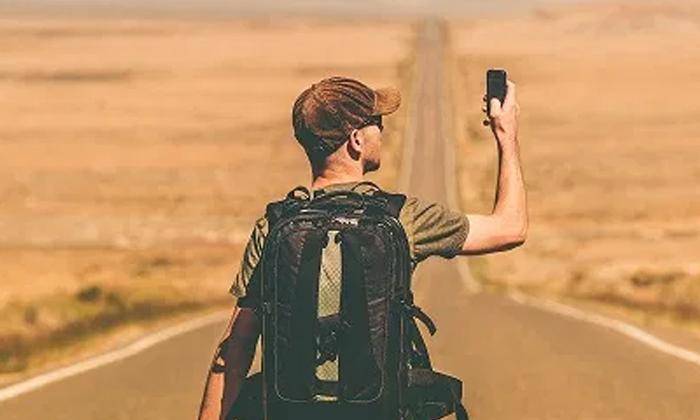 Travel Five Kilometers Daily For Signal-సిగ్నల్ కోసం రోజూ ఐదు కిలోమీటర్ల ప్రయాణం.. ఓ చిన్నారి వ్యధ.. -Breaking/Featured News Slide-Telugu Tollywood Photo Image-TeluguStop.com