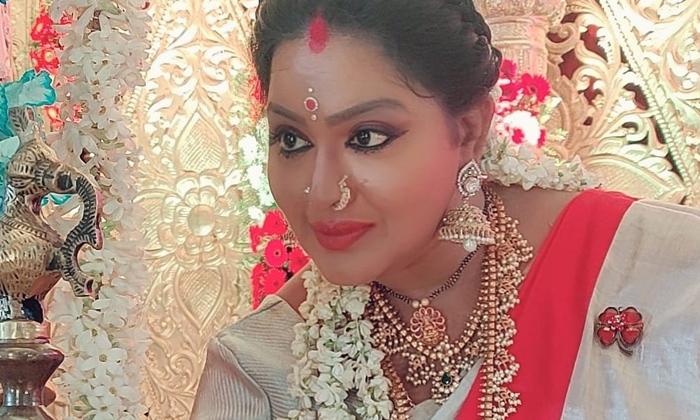 Puri Jagannadh First Heroine Serial Actress Shruthi Turns Grandma-పూరి జగన్నాథ్ మొదటి హీరోయిన్ ఇప్పుడు బామ్మగా నటిస్తుంది-Latest News - Telugu-Telugu Tollywood Photo Image-TeluguStop.com