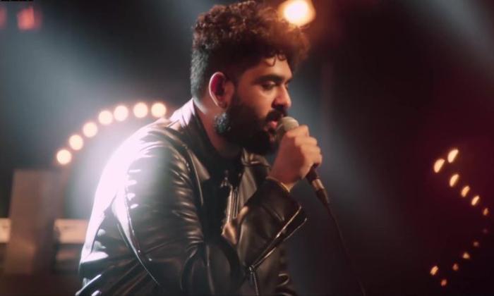 Popular Singer Sid Sriram Insulted At A Famous Club-హైదరాబాద్ పబ్ లో సిద్ శ్రీరామ్ కి అవమానం-Latest News - Telugu-Telugu Tollywood Photo Image-TeluguStop.com