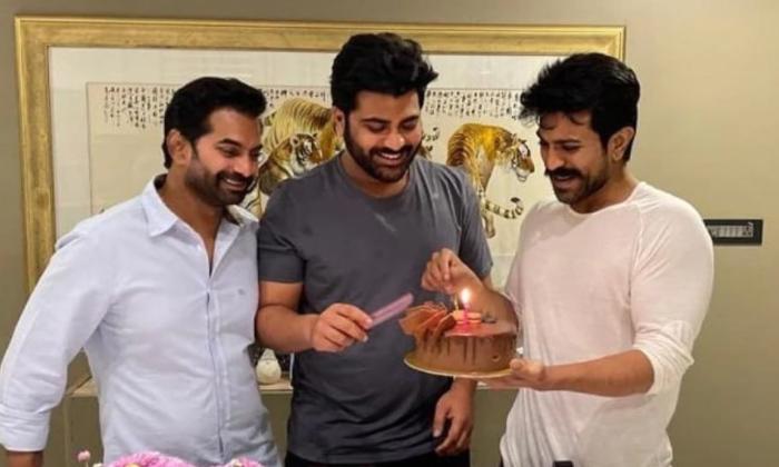 Chiranjeevi And Ktr For Sharwanand Sreekaram Movie-స్నేహితుడి కోసం ఆ ఇద్దరిని ఒప్పించిన చరణ్-Latest News - Telugu-Telugu Tollywood Photo Image-TeluguStop.com