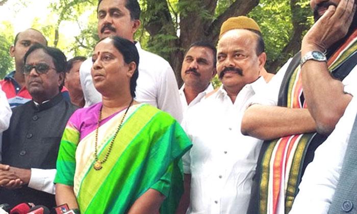 Konda Surekha To Competeter On Sharmila Congress Central Leaders Thinking-TeluguStop.com