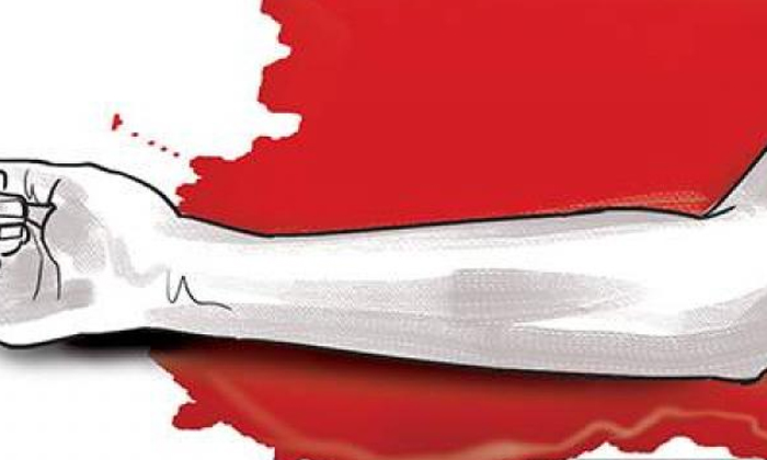 An Event That Proved That Relations Are Not Valuable-బంధాలకు విలువలేదని నిరూపించిన ఘటన.. సొంత అన్నపై దారుణం.. -Breaking/Featured News Slide-Telugu Tollywood Photo Image-TeluguStop.com