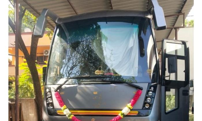 Mahesh Babu's Buys A Swanly Vanity Van-Latest News English-Telugu Tollywood Photo Image-TeluguStop.com