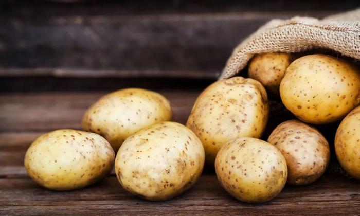 Health Benefits Of Potato Juice Weight Loss Or Gain-అధిక బరువు ఉన్నవారు ఆలుగడ్డ తినొచ్చా..ఖచ్చితంగా తెలుసుకోండి-Latest News - Telugu-Telugu Tollywood Photo Image-TeluguStop.com