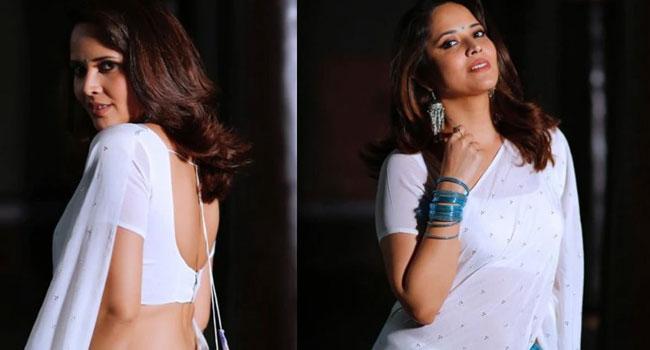 Anasuya Busy With Movies-TeluguStop.com