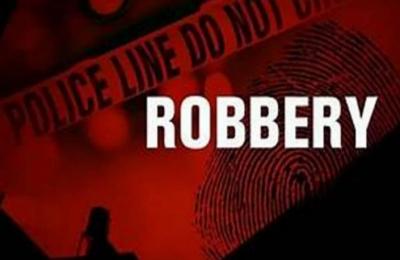 Armed Robbers Strike In 3 Bihar Districts, Loot Rs 21l-TeluguStop.com