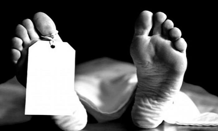 Woman Dead In Bus Rtc Staff Expressing Humanity-మానవత్వాన్ని చాటుకున్న ఆర్టీసీ సిబ్బంది.. ఇంతకు ఏం చేశారంటే.. -Breaking/Featured News Slide-Telugu Tollywood Photo Image-TeluguStop.com