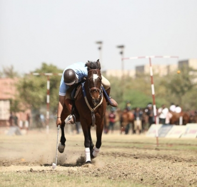 Dinesh Kumar Bags Lemon And Tent Pegging Gold-TeluguStop.com