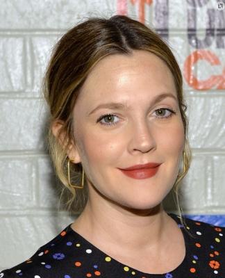 Drew Barrymore Opens Up On Hero-worshipping Ralph Macchio-TeluguStop.com