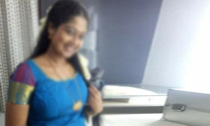 Teenage Girl Pregnant By Old Men In Hyderabad-అంకుల్ తో ప్రేమలో పడి గర్భం దాల్చిన యువతి… చివరికి అంకుల్ తో కలిసి …-General-Telugu-Telugu Tollywood Photo Image-TeluguStop.com