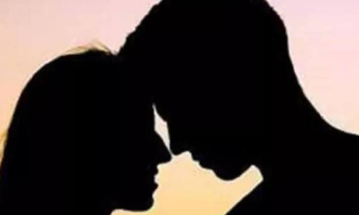 Wife Holding Her Husband As An Obstacle In An Illicit Affair-అక్రమ సంబంధం విషయంలో భర్త ను అడ్డం గా పట్టుకున్న భార్య..-General-Telugu-Telugu Tollywood Photo Image-TeluguStop.com