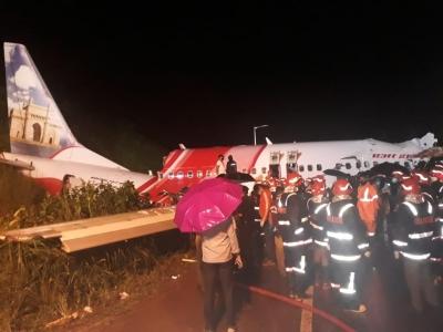 Kozhikode Plane Crash Pilot's Wife: I Just Wish My Hero Returned-TeluguStop.com