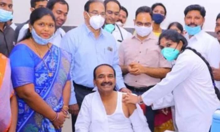 Telangana Medical Health Minister Vaccinated With-కొవిడ్ వ్యాక్సిన్ వేసుకున్న తెలంగాణ వైద్య ఆరోగ్యశాఖ మంత్రి.. -Latest News - Telugu-Telugu Tollywood Photo Image-TeluguStop.com