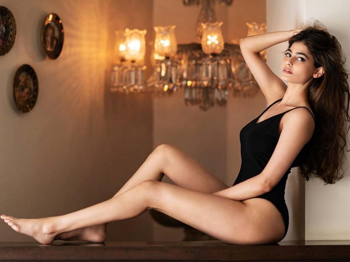Former Miss India Universe Puja Gupta Looks Stunning In Black Bikini.-TeluguStop.com