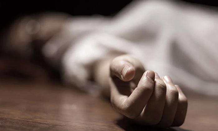 Old Woman Murder-కాళ్లు, చేతులు కట్టేసి నోట్లో గుడ్డలు కుక్కి ఇంత దారుణమా.. -Breaking/Featured News Slide-Telugu Tollywood Photo Image-TeluguStop.com