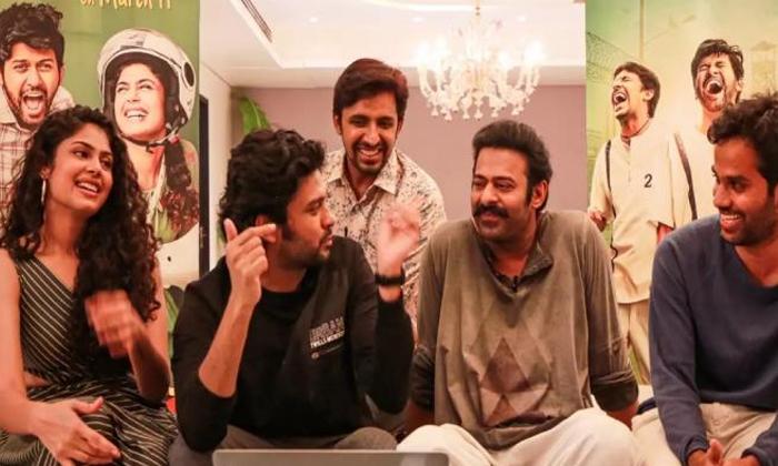 Prabhas Maniya Worked Superbly For Jathi Ratnalu Movie-జాతి రత్నాలు సినిమాకు ప్రభాస్ మ్యానియా బాగానే పనిచేసిందిగా-Latest News - Telugu-Telugu Tollywood Photo Image-TeluguStop.com