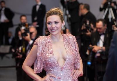 'scarlet Witch' Elizabeth Olsen's Mom Goofs Up Her Superhero Shade!-TeluguStop.com