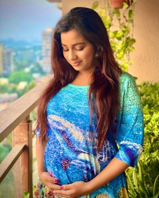 Shreya Ghoshal Announces Pregnancy-TeluguStop.com