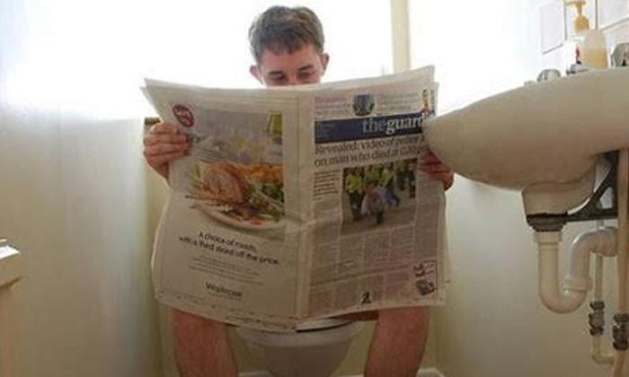 2 Hours Toilet Time Pass Viral News Viral Latest Jober-రోజుకి 2 గంటలు టాయిలెట్ లో టైం పాస్ చేసిన ఉద్యోగి.. చివరికి..-General-Telugu-Telugu Tollywood Photo Image-TeluguStop.com