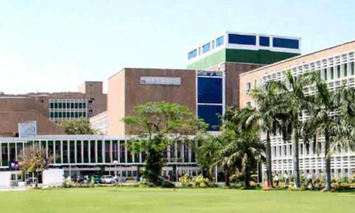 32 Doctors Tested Positive For Covid Aims Dhilli-ఢిల్లీ హాస్పిటల్ లో 32 మంది డాక్టర్స్ కు కరోనా పాజిటివ్..-General-Telugu-Telugu Tollywood Photo Image-TeluguStop.com