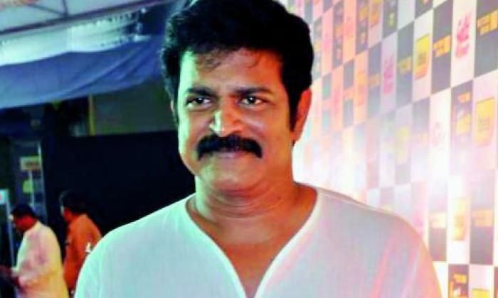 Sunil Andala Ramudu Movie Brahmaji-TeluguStop.com