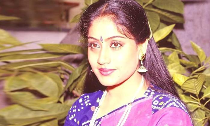 Vijayashanthi Crossed Star Heroes Two Times-TeluguStop.com