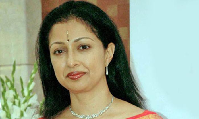 Telugu Gossips, Heroines Personal Life, Ooha Real Life, Renu Desai, Tollywood Heroines, Tollywood Heroines Without Gossips In Their Life-Telugu Stop Exclusive Top Stories